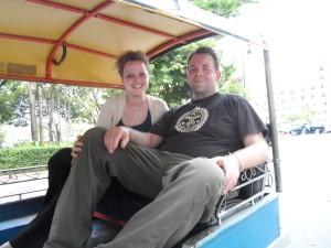 Wir in einem Tuktuk
